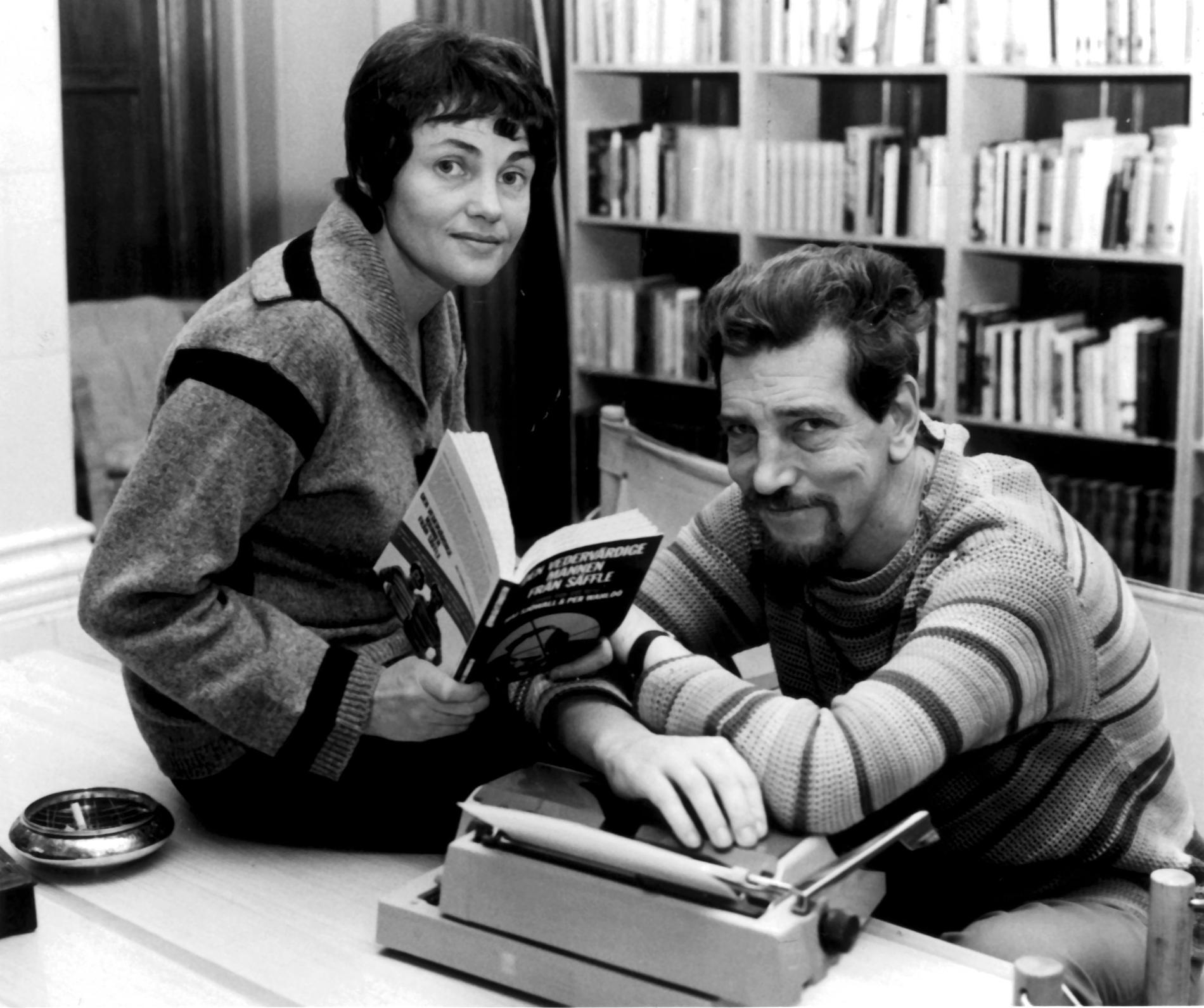 Maj Sjöwall med sambon och författarkollegan Per Wahlöö i skrivarlyan. Okänt fotodatum.