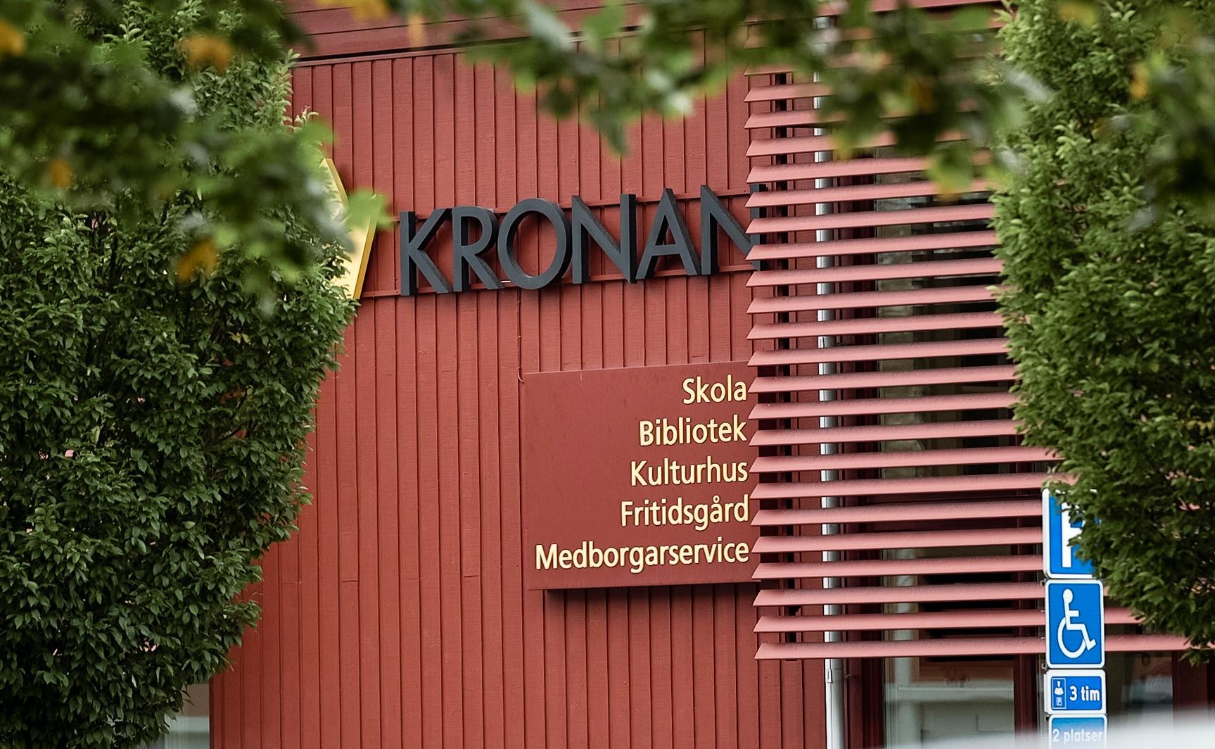 Många minns Kronan som skolan där det rasistiska dådet 2015 ägde rum, då en elev och två lärare höggs ihjäl av Anton Lundin.