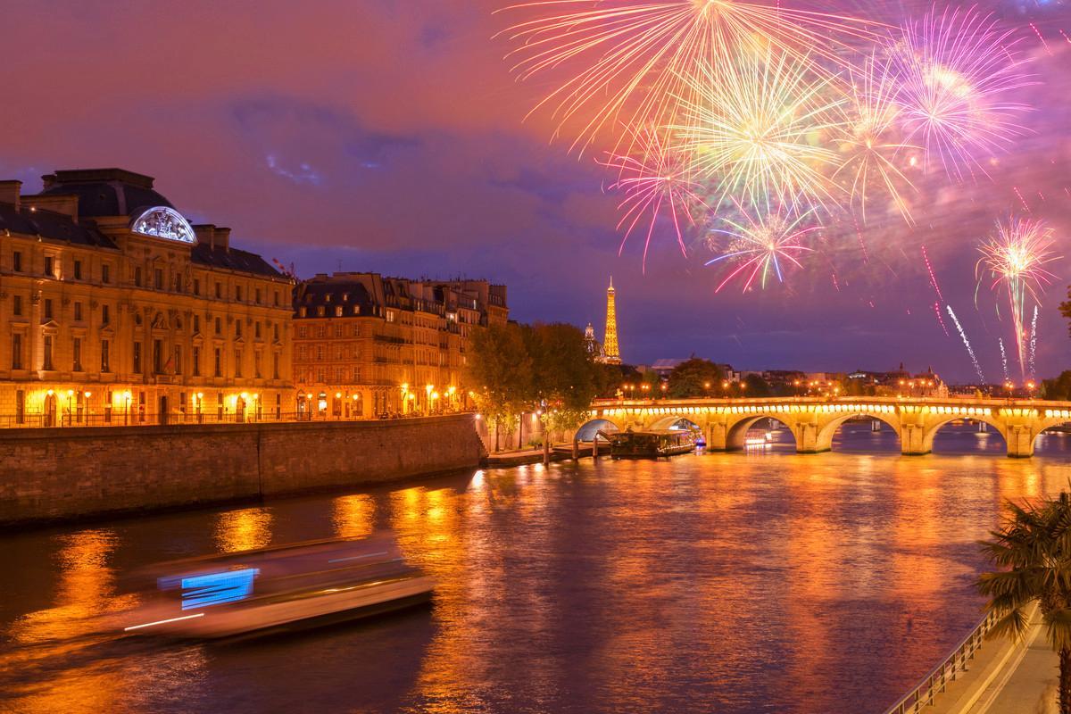 Njut av utsikten över hela Paris från Hotell Terrass.