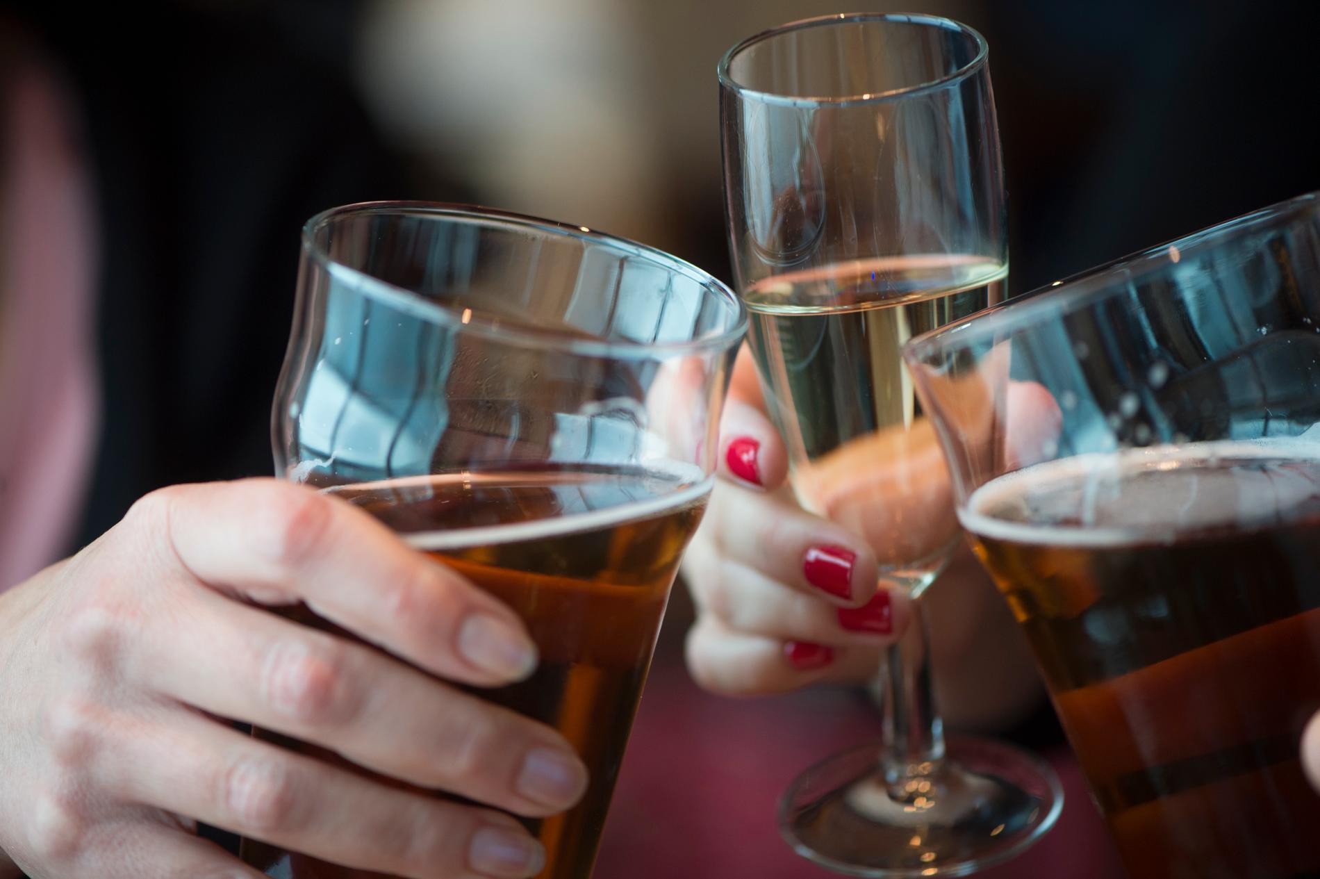 Synen på att dricka alkohol på vardagar blir alltmer tillåtande.