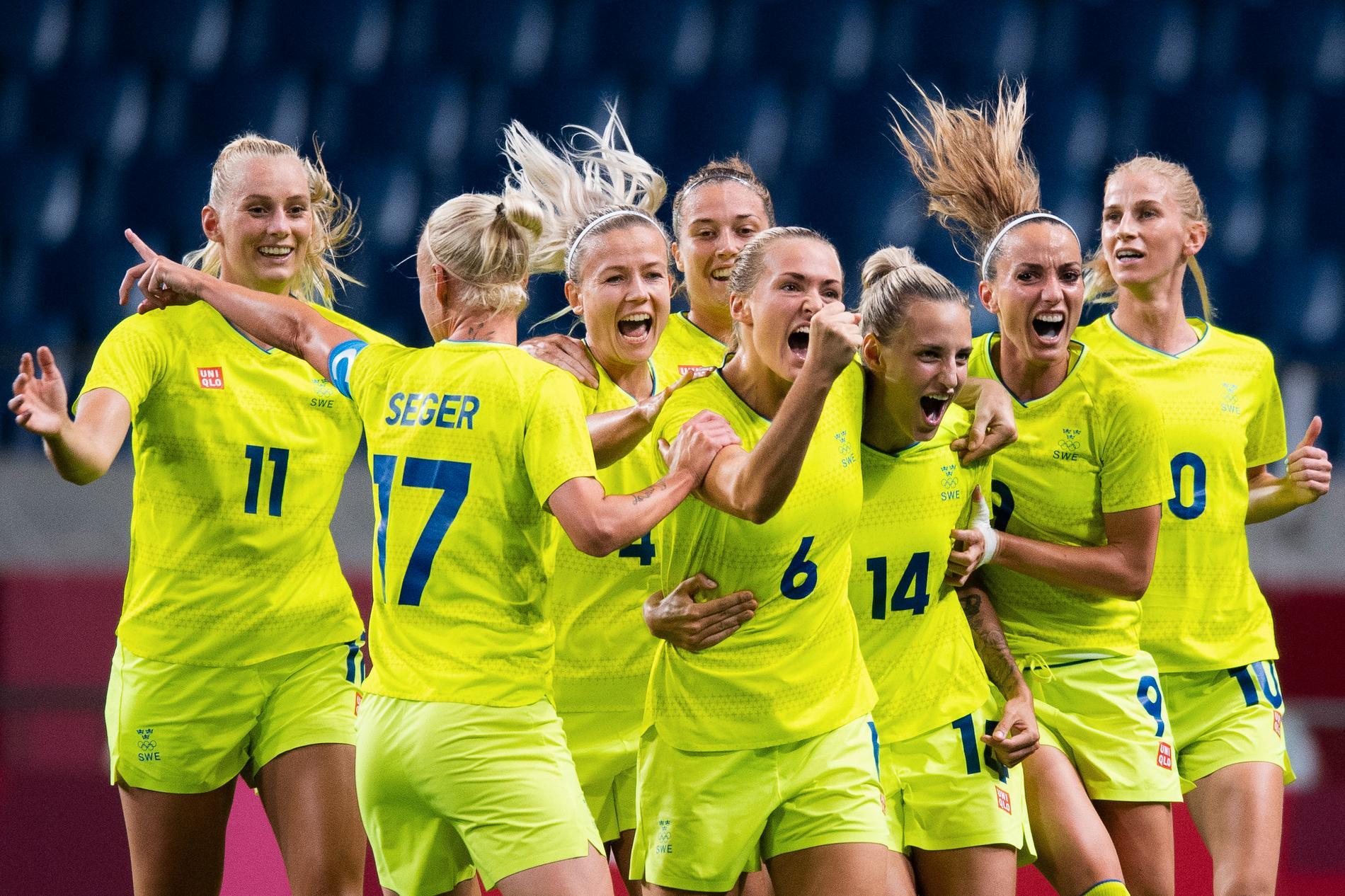Landslaget firar mål under OS.
