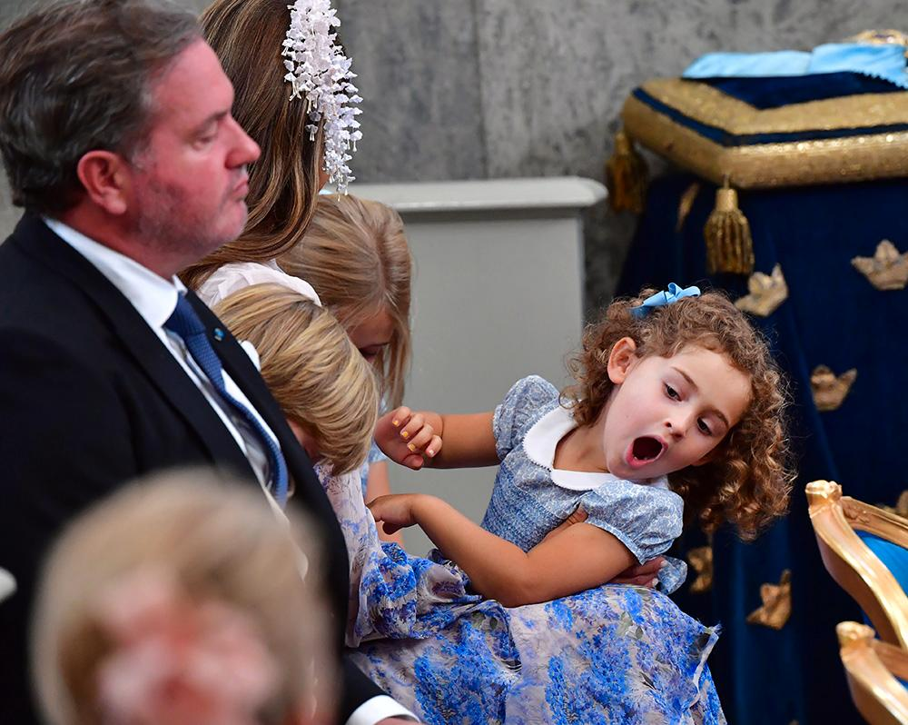 Madeleines yngsta dotter prinsessan Adrienne showar loss.