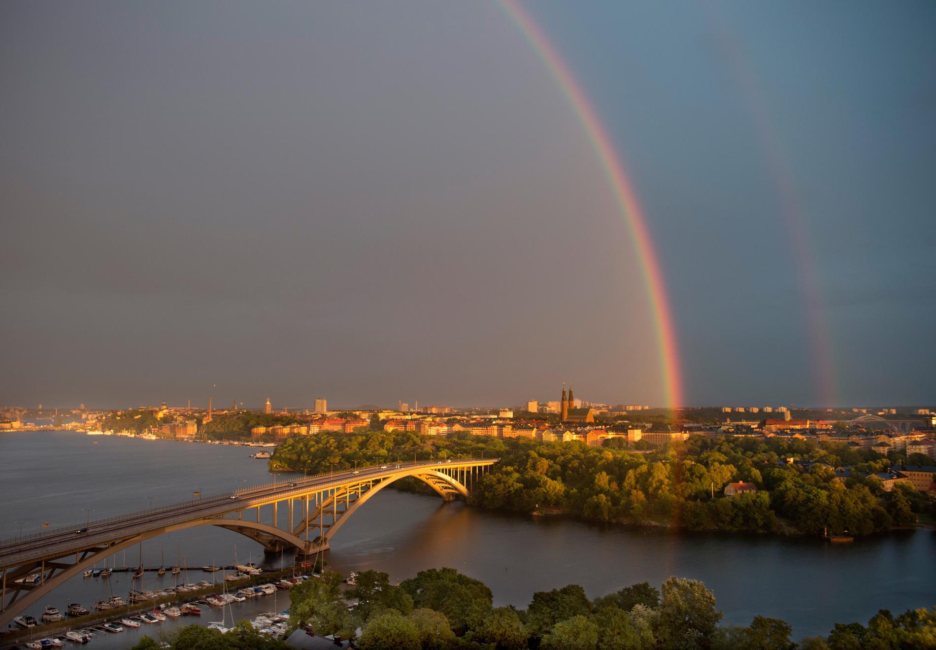 Regnbåge över Stockholm.