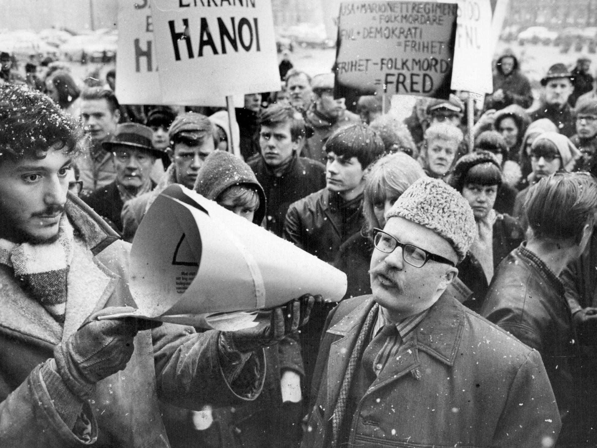 Jan Myrdal på Vietnamdemonstration på Medborgarplatsen i Stockholm 1966.