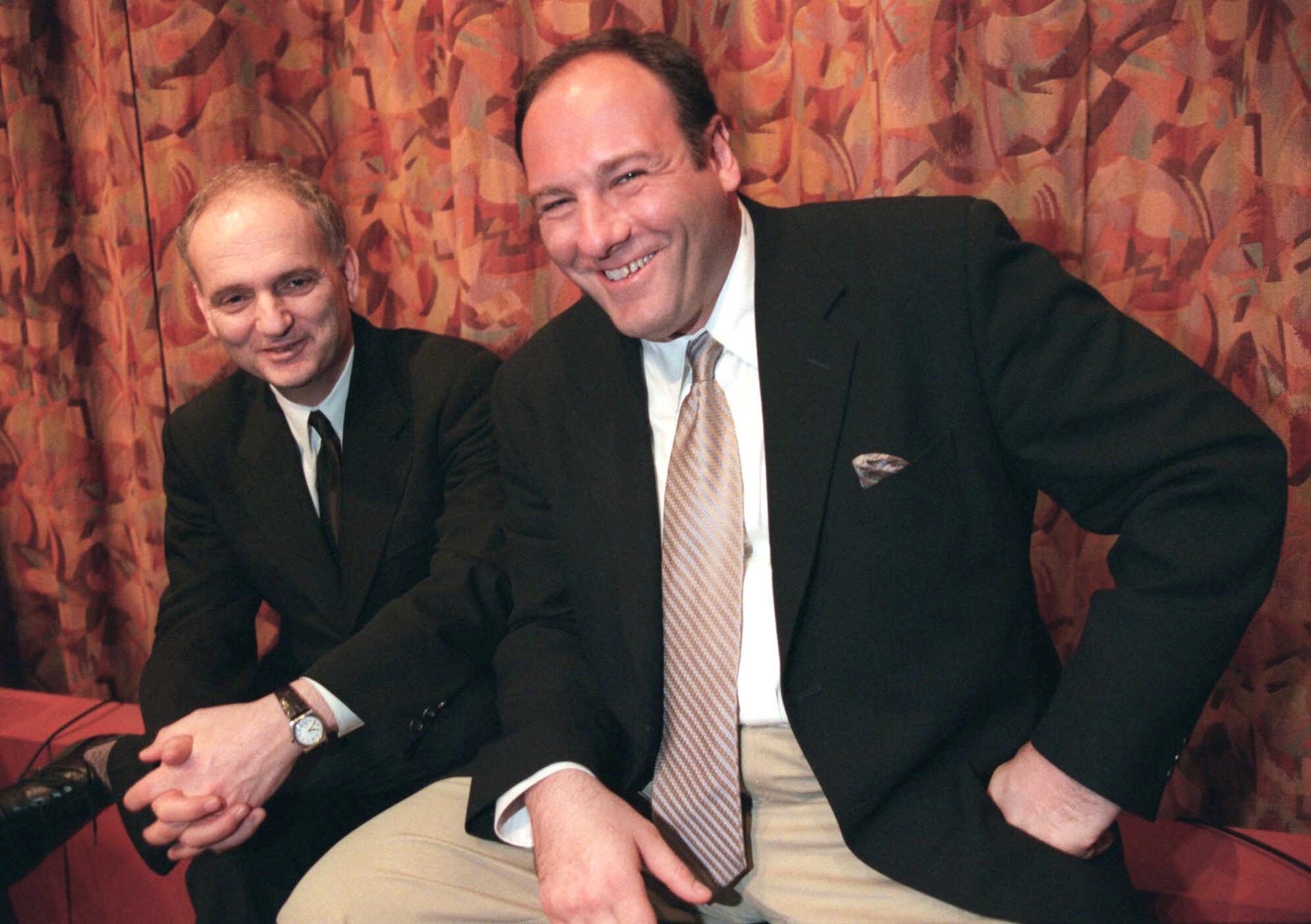 David Chase, här tillsammans med skådespelaren James Gandolfini, 1999. Arkivbild.
