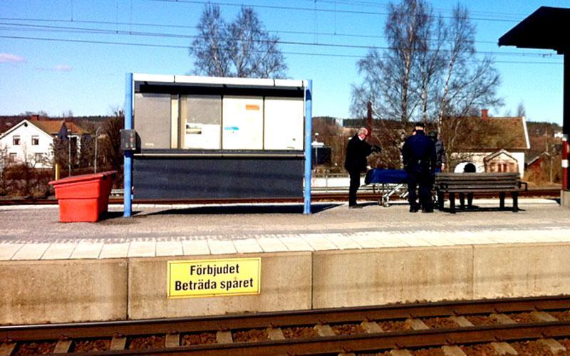 Mannen hittades död på tågstationen.