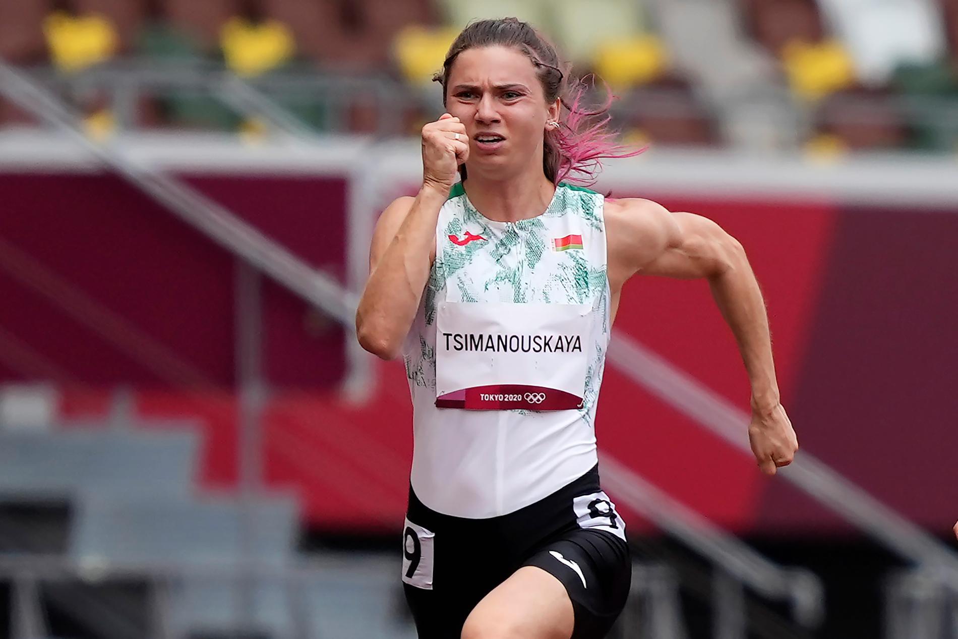 Kryjstsina Tsimanouskaja, här i kvalet till på 100 meter i fredags, uppger att hon kidnappats av den egna delegationen.