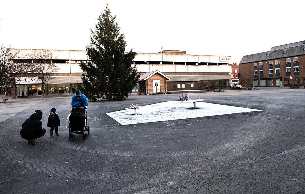 Övergivna shoppingstråk och ekande tomma torg för inte längre tankarna till övergivna norrländska industristäder. Det är verkligheten i såväl Eskilstuna som Norrköping.