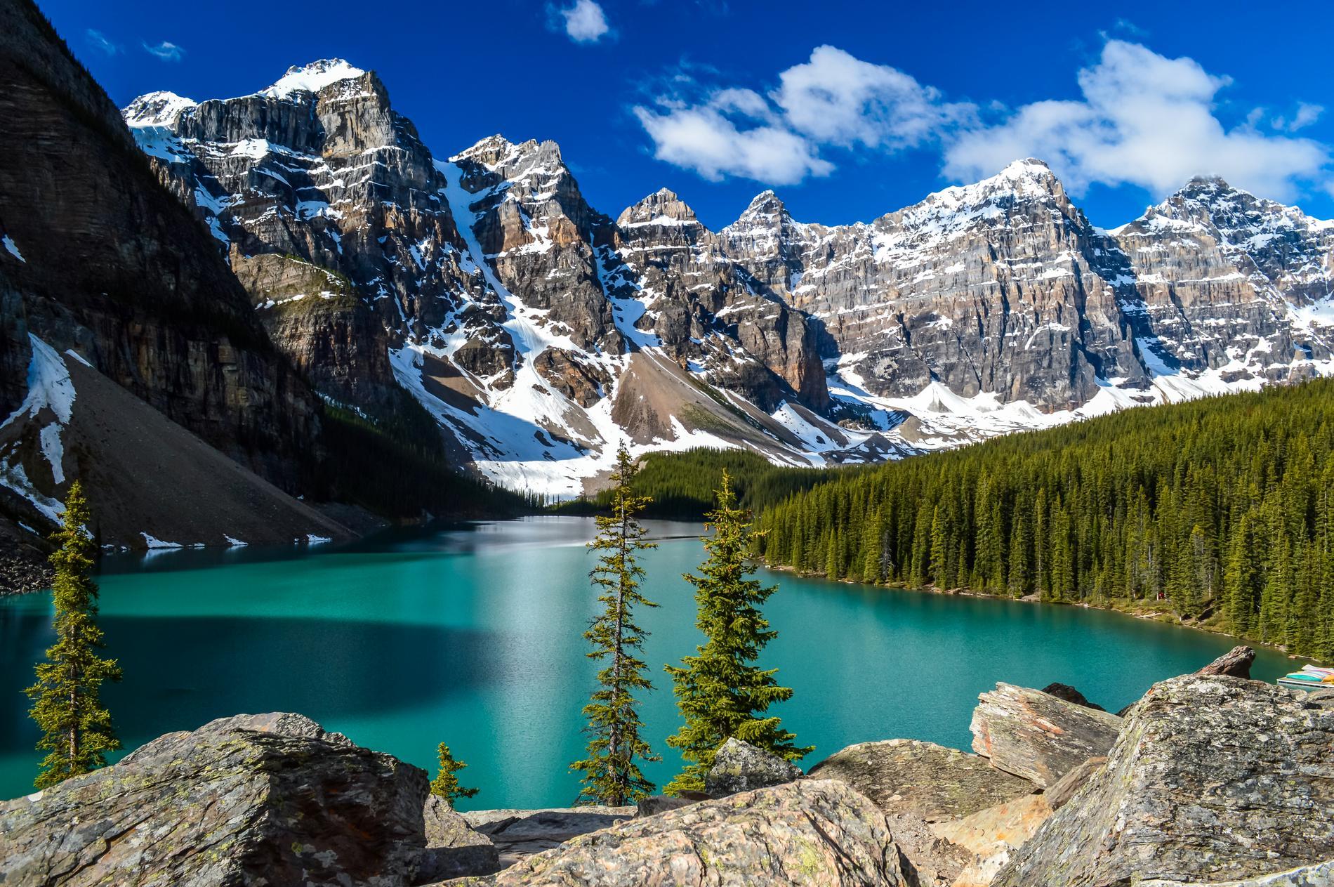 En av Kanadas mest fotograferade platser är Moraine Lake.