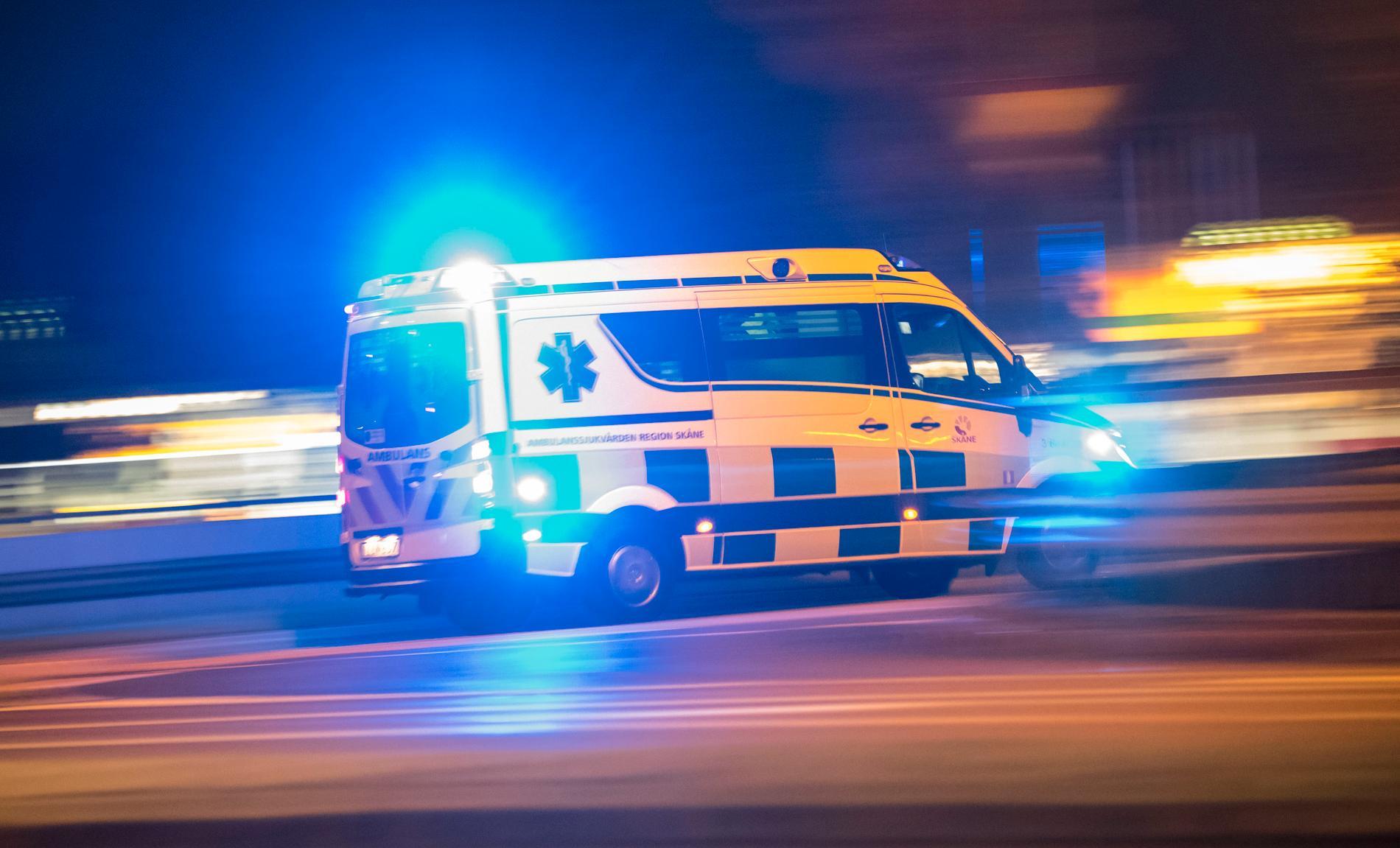 Skadeläget hos de unga kvinnorna som fick föras till sjukhus efter en olycka utanför Södertälje är på måndagen oklart. Arkivbild.