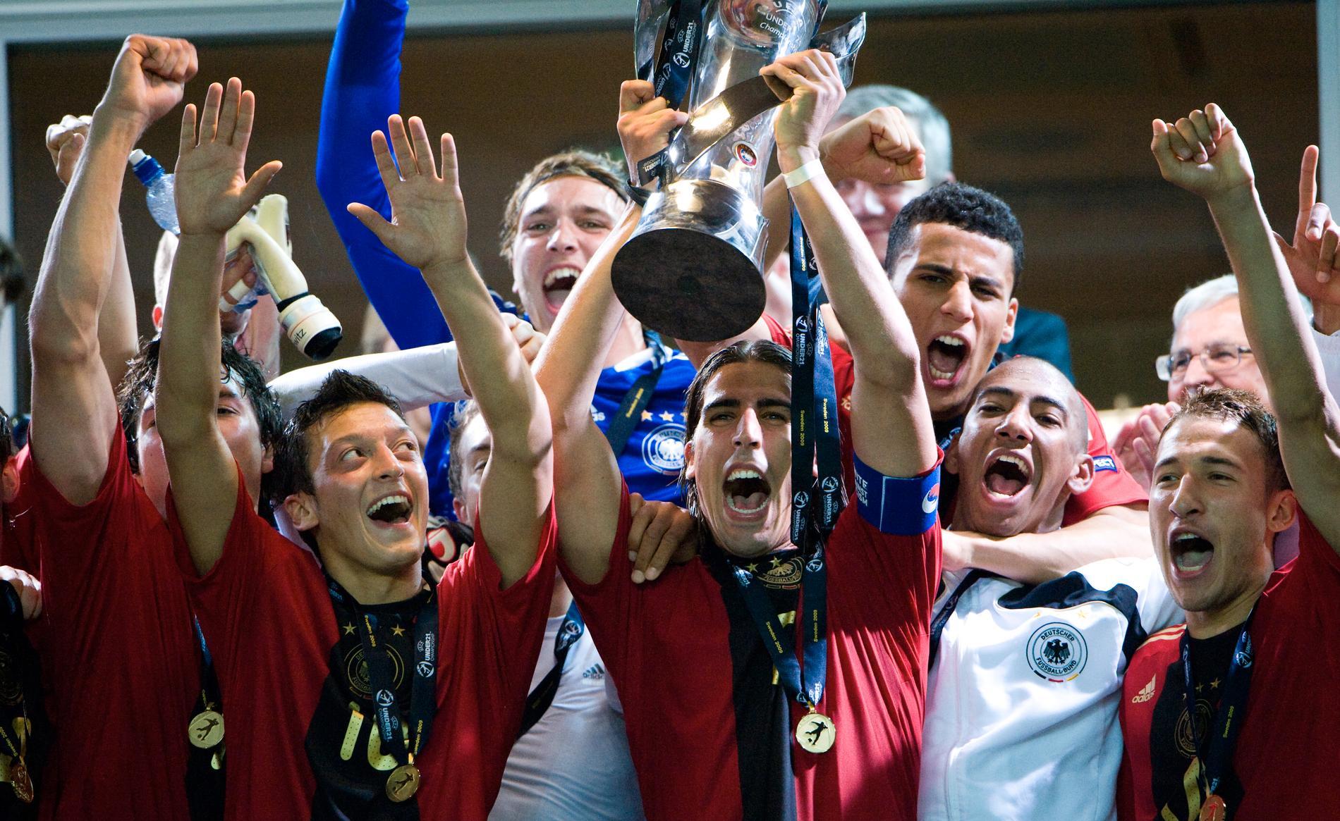 2009 var Özil med och vann U21-EM i Sverige.
