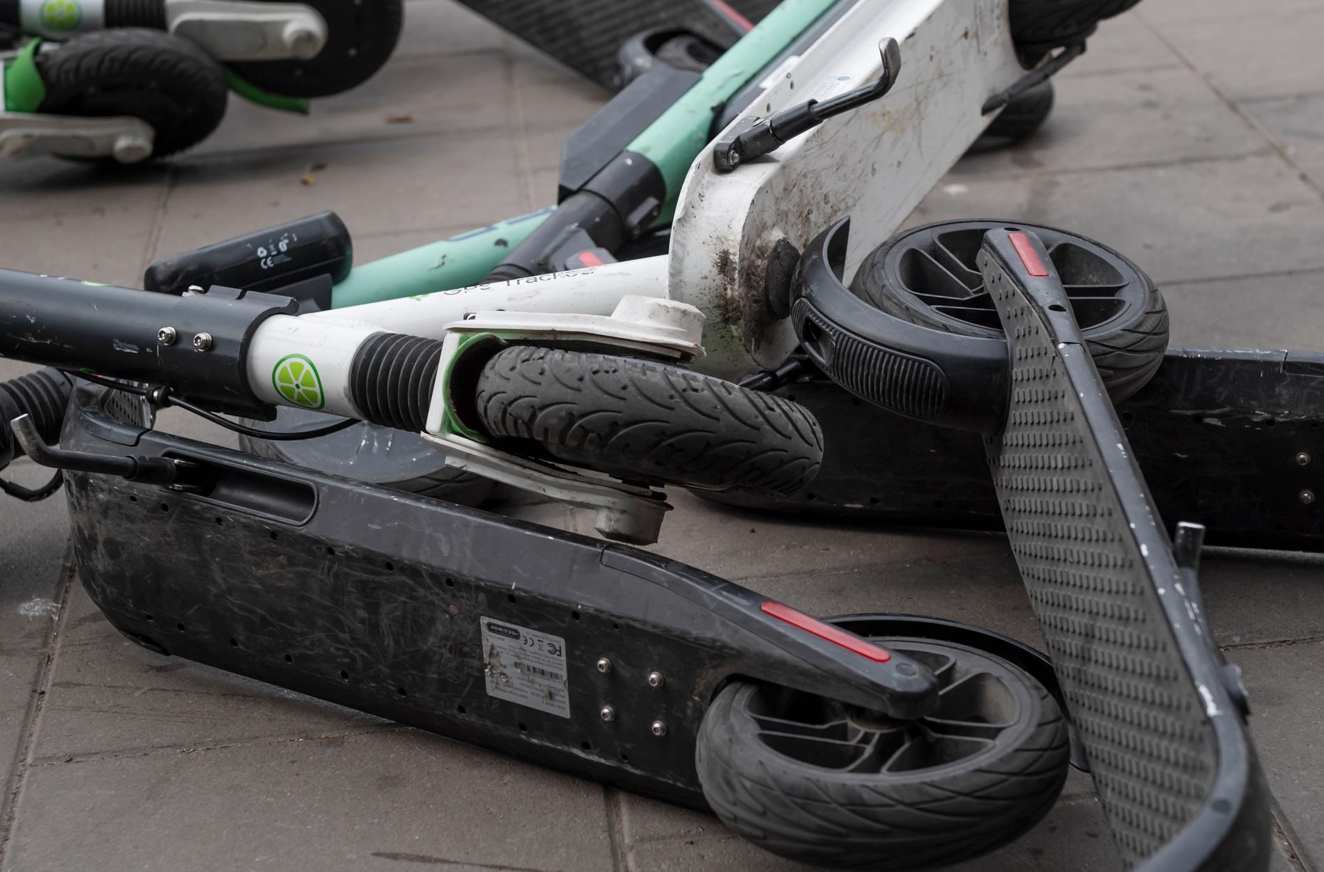 Vi måste fördubbla mängden elsparkcyklar som står huller om buller på våra gator och torg.