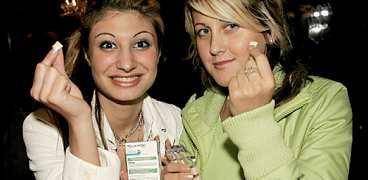Shirin Altonchi och Almina Agovic får hjälp av Aftonbladet att sluta röka.