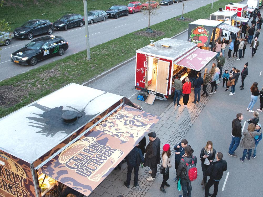 Food trucks i Rålambshovsparken i Stockholm.