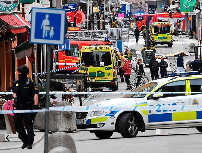 Efter terrordådet på Drottninggatan höjs röster för att samröre med terrorister ska kriminaliseras. Martin Schibbye varnar för hur det kan påverka pressen. Lagstiftning mot terror missbrukas redan i många länder för att tysta oönskade röster.