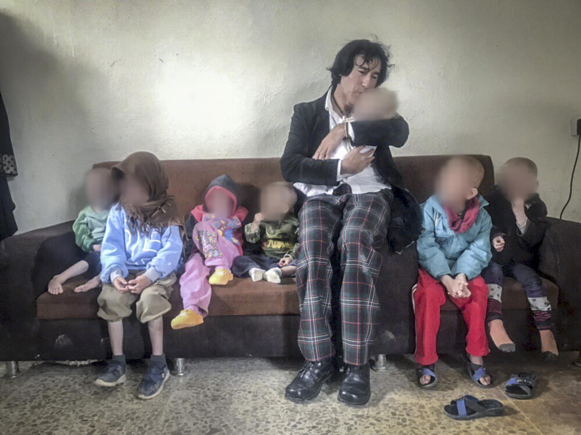 Patricio Galvez med sina barnbarn.