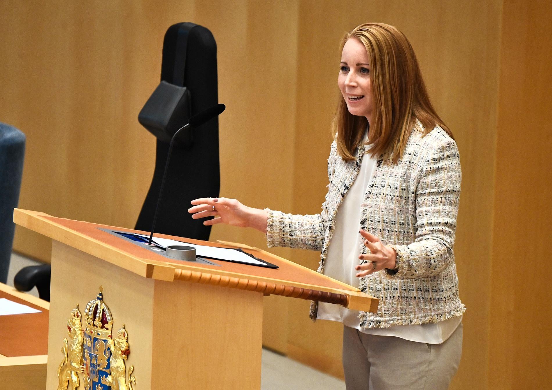 Centerpartiets partiledare Annie Lööf (C) under partiledardebatten i riksdagen.