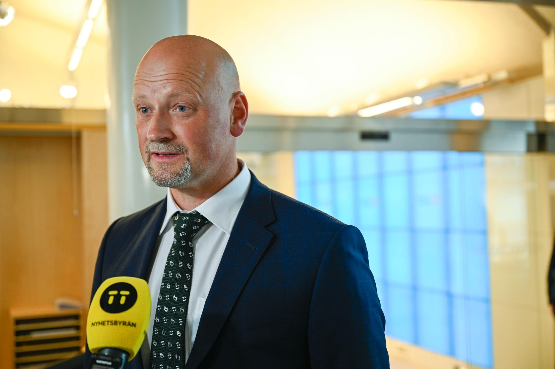 Centerns försvarspolitiske talesperson Daniel Bäckström (C) anser att regeringen går för långt med de nya lagförslagen om FRA. Arkivbild.