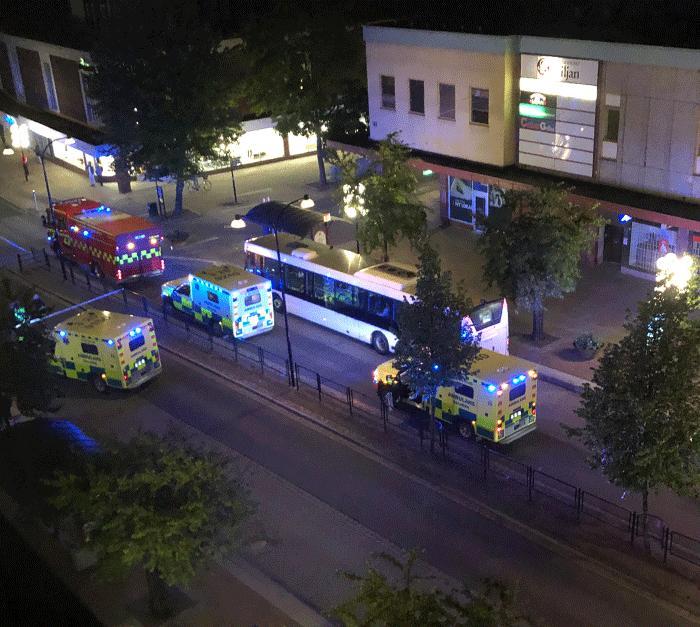 Taxi körde på människor i centrala Borlänge. Föraren är gripen och tre har förts till sjukhus.