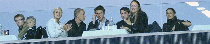 Stjärn(bort)fall I stället för att tävla satt de svenska friidrottsstjärnorna på läktaren. Precis som pensionerade höjdhopparen Kajsa Bergqvist.