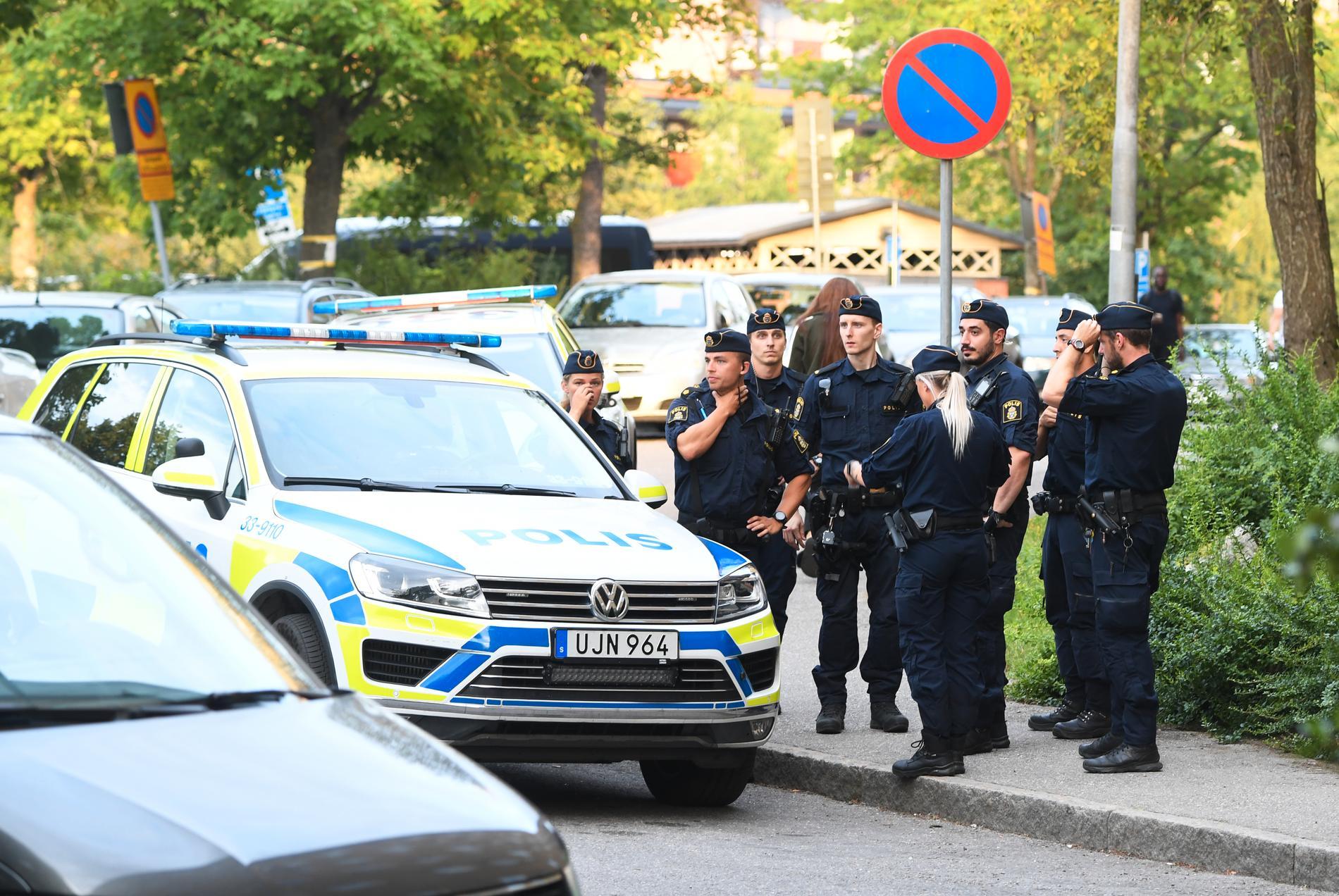 En stor polisinsats pågår i Rinkeby.
