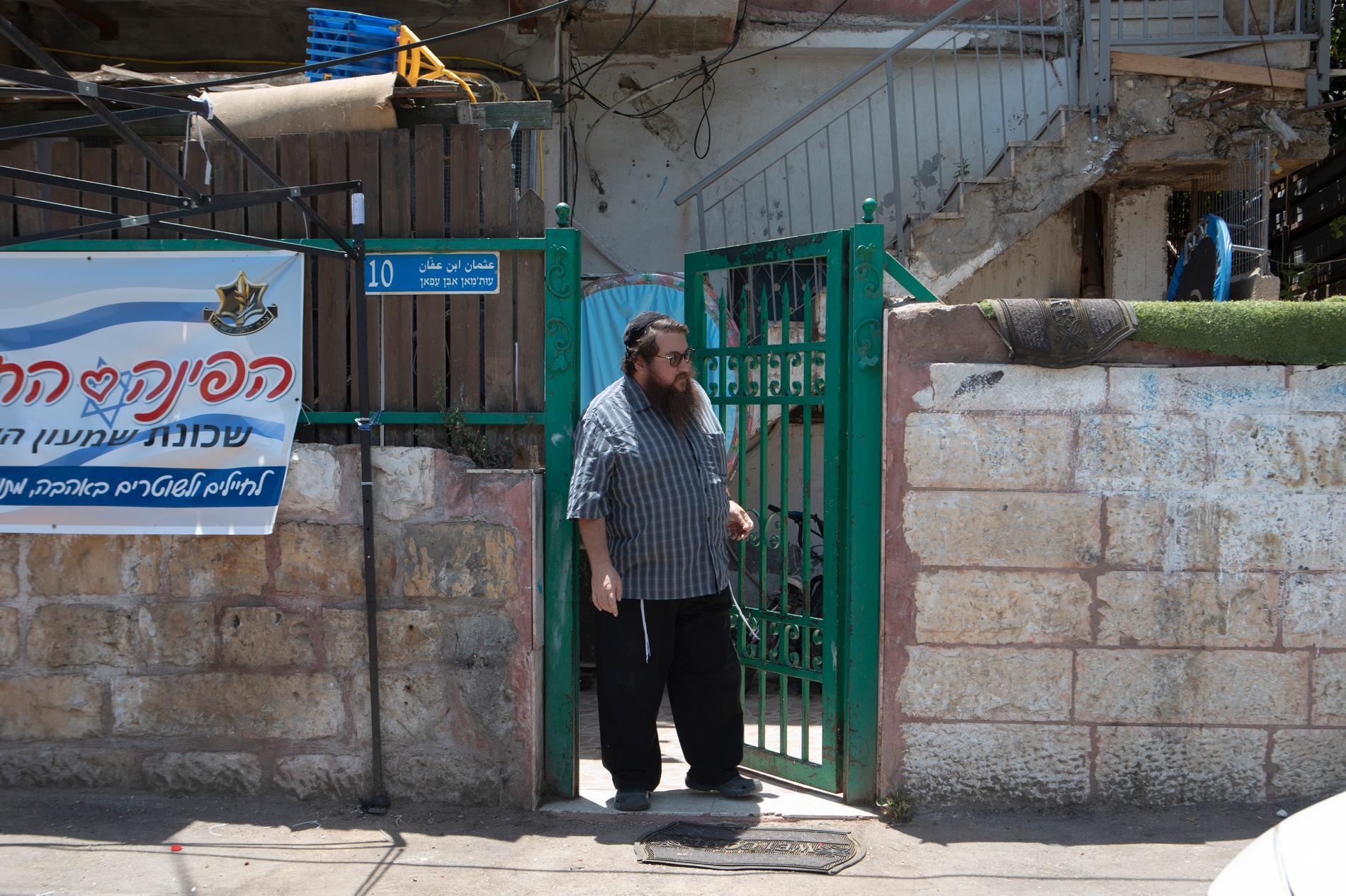 Jakob Fauci säger att han har bosatt sig i området av religiösa och politiska skäl. Att det är en symboliskt viktig plats även för judar.