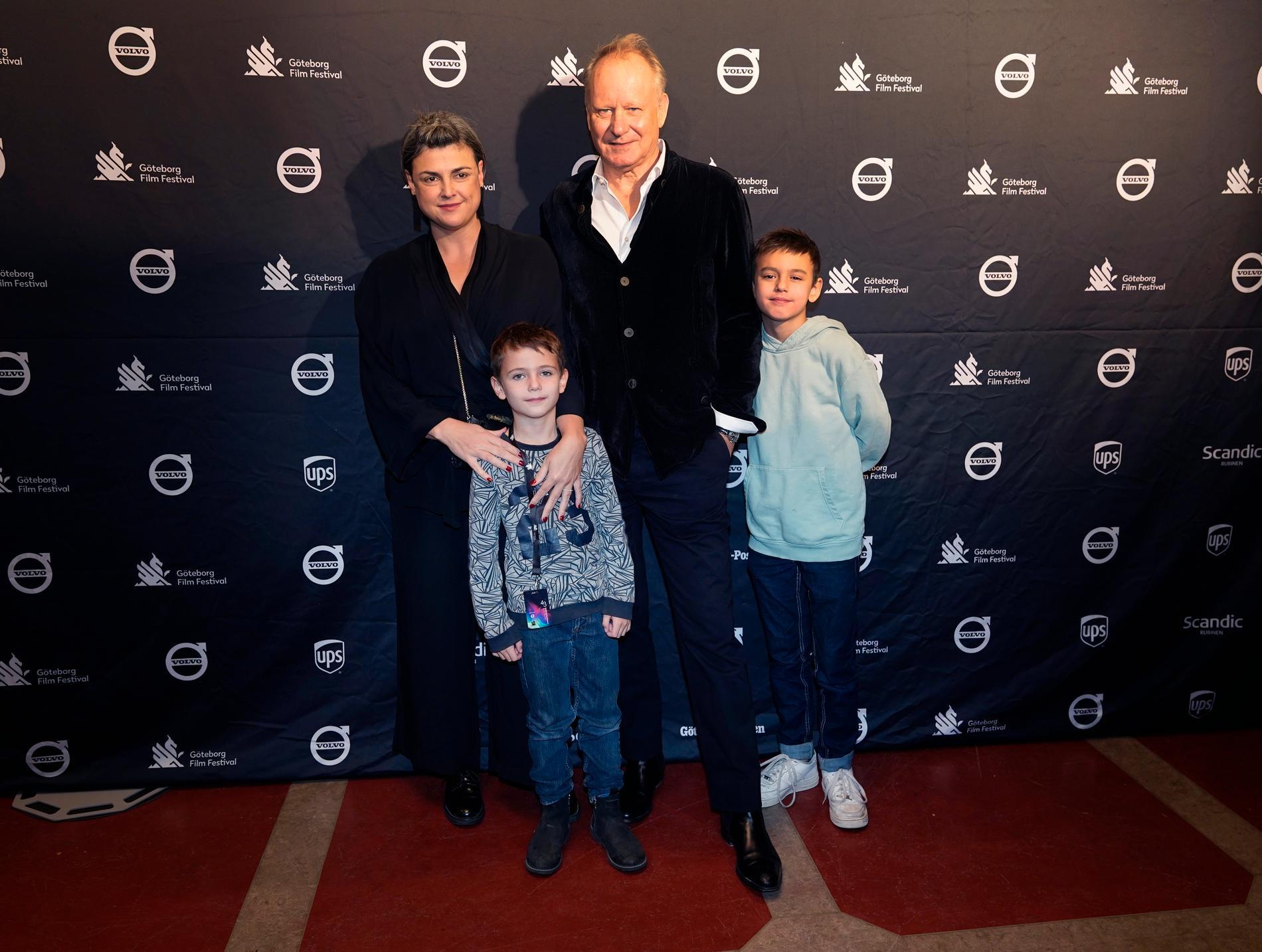 Stellan Skarsgård tillsammans med hustrun Megan Everett och söner Ossian och Kolbjörn under Göteborg Filmfestival i januari i år.