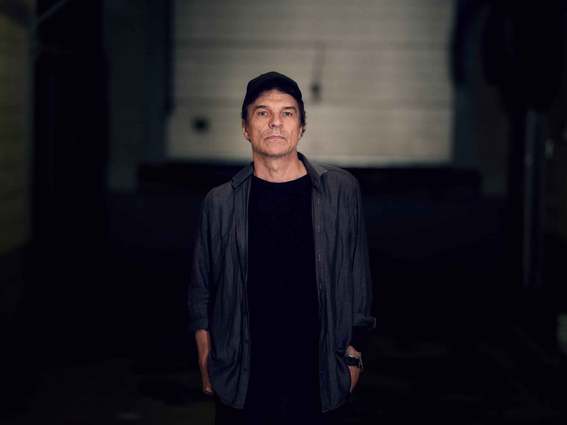 """Fyra år efter albumet """"Centralmassivet"""" är Joakim Thåström är tillbaka. Nya plattan """"Dom som skiner"""" kommer i november."""