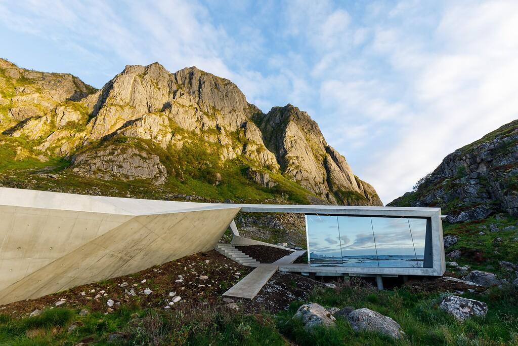 Vind och öns avlägsenhet försvårade bygget av toaletten på Andøya, men nu står den där.