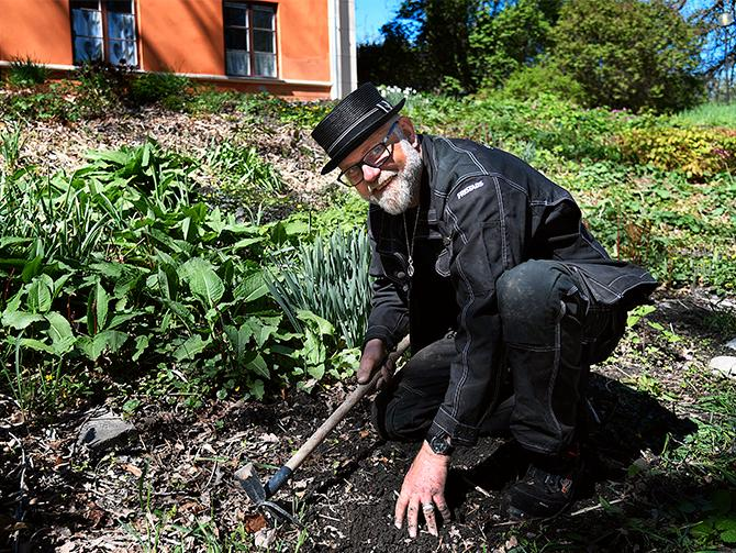 """Trädgårdsmästaren Bosse Rappne är en användare av Irriot, och hyllar företaget i """"Draknästet""""."""