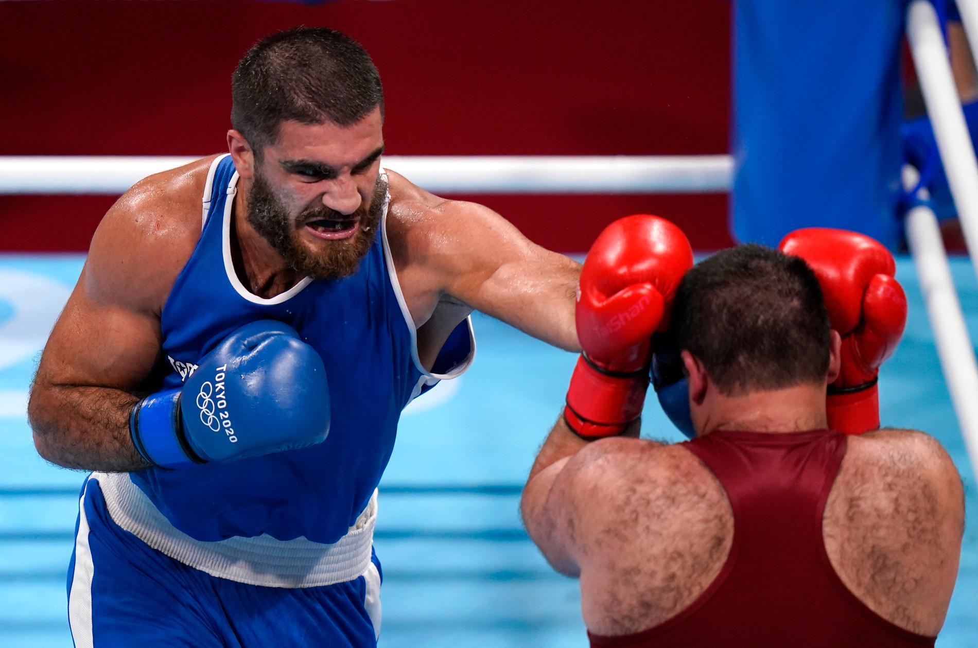Mourad Aliev, i blått, vill ta om matchen mot Frazer Clarke. Arkivbild.