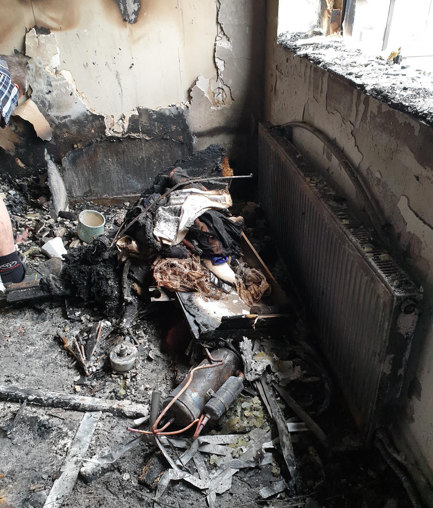 Ethel Petersons lägenhet blev totalförstörd, med undantag för några bunkar och lite porslin.