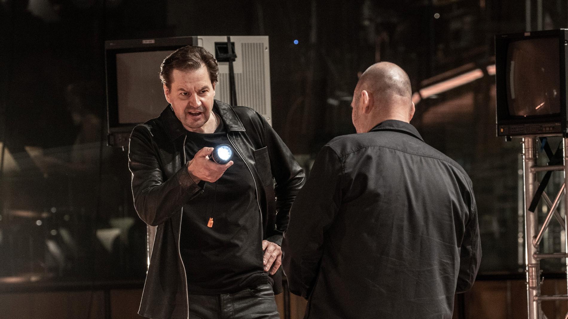 Peter Mattei som Don Giovanni och John Lundgren som Leporello, här i färg till skillnad från Berwaldhallens streamade uppsättning.