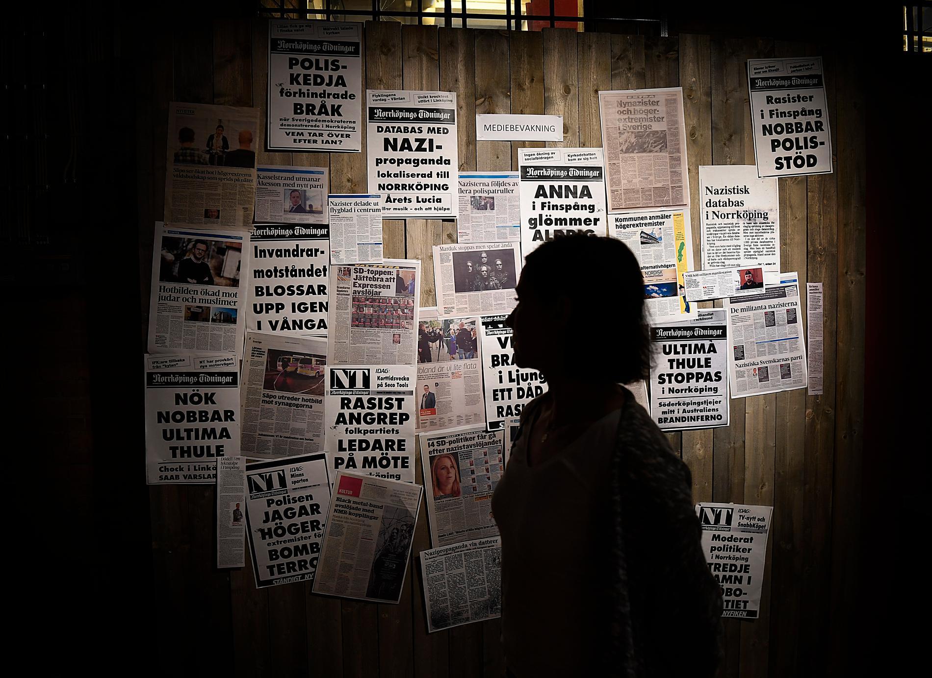 Pressklippet satt på den vägg i utställningen som handlar om samtiden.