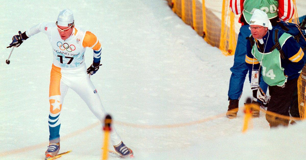 Kung Carl-Gustaf stod vid sidan av spåret i Naganos avslutande femmil.