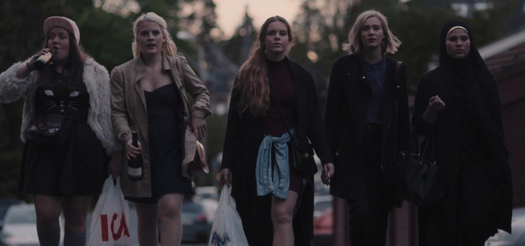 Chris (Ina Svenningsdal), Vilde (Ulrikke Falch), Eva (Lisa Teige), Noora (Josefine Frida Pettersen) og Sana (Iman Meskini).