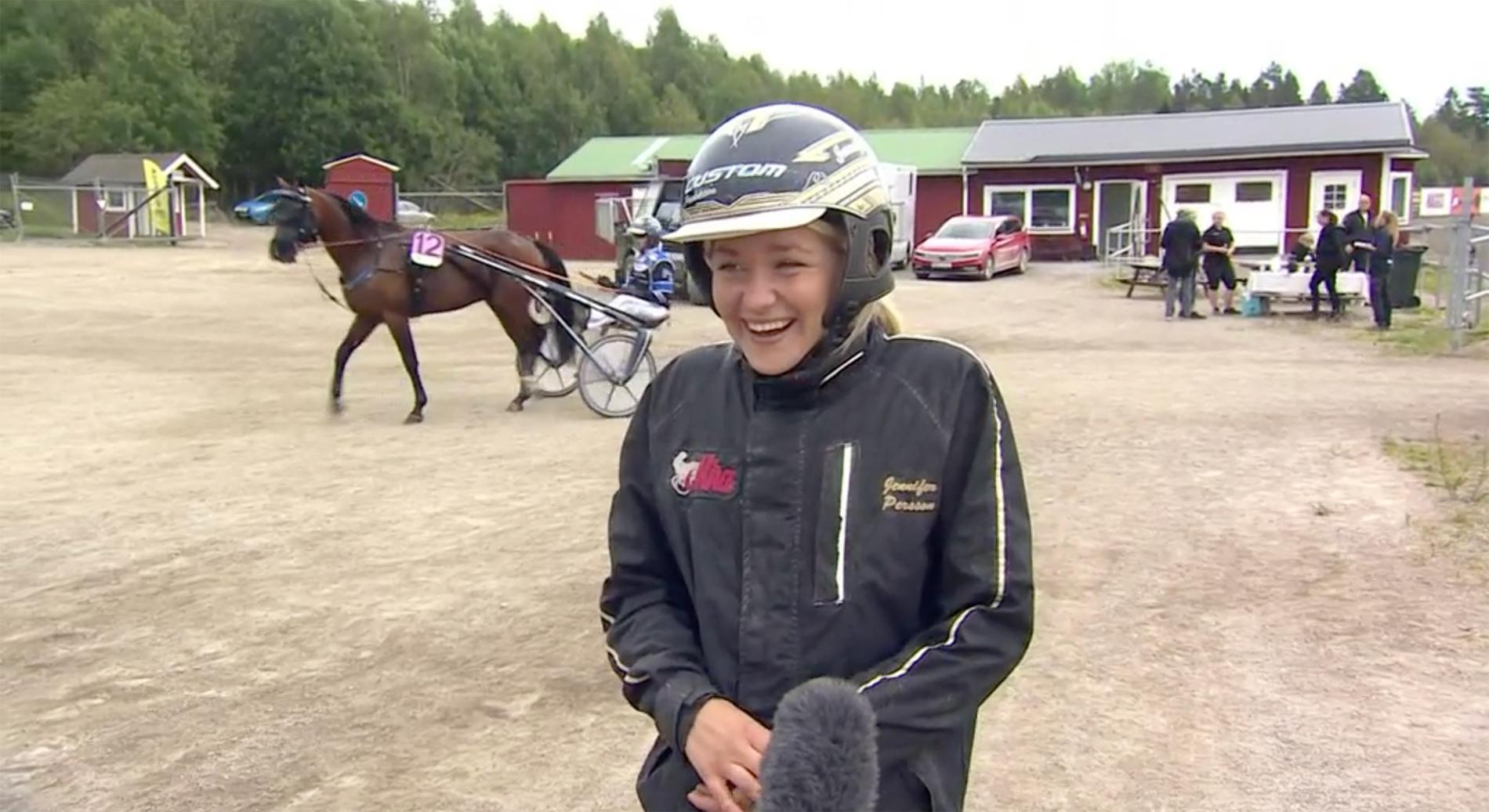 Jennifer Persson i segerintervjun efter Titan Yodas V75-seger.