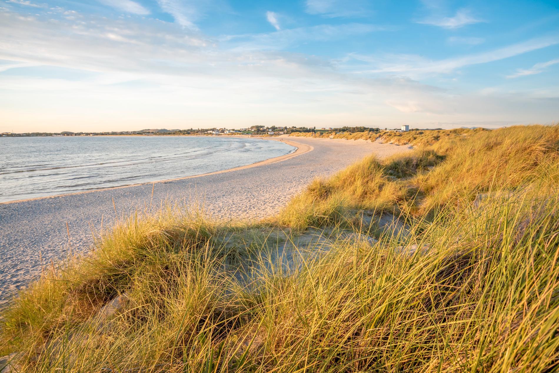 Solastranden är en 2,3 kilometer lång strand.