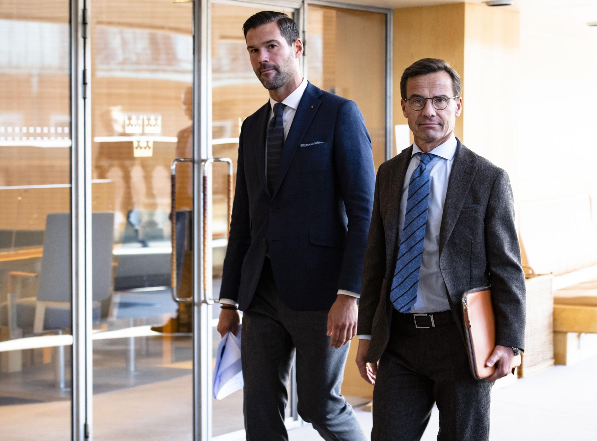 Johan Forssell och Ulf Kristersson vill att man ska göra det straffbart att vara med i gäng.