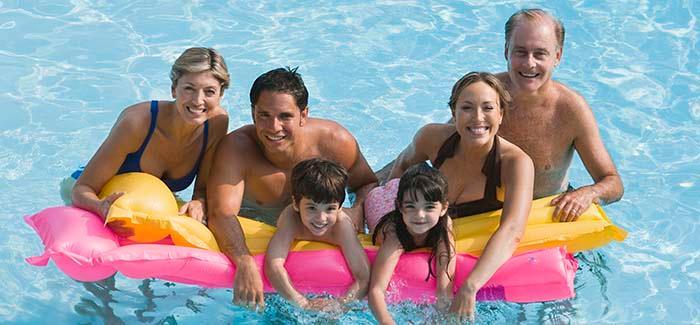 Njut av låga priser. Hotellen i länderna runt Medelhavet är oftast billigare i början av juni än i slutet av augusti eftersom många italienare och fransmån då tar sin semester.