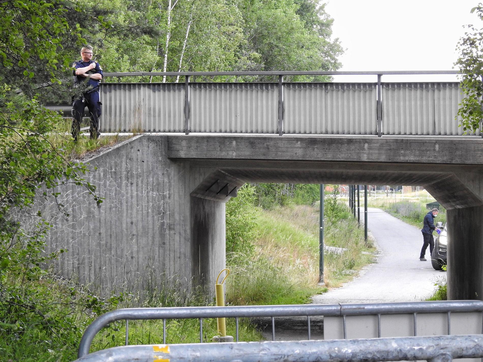 Polisen vid brottsplatsen i Täby.
