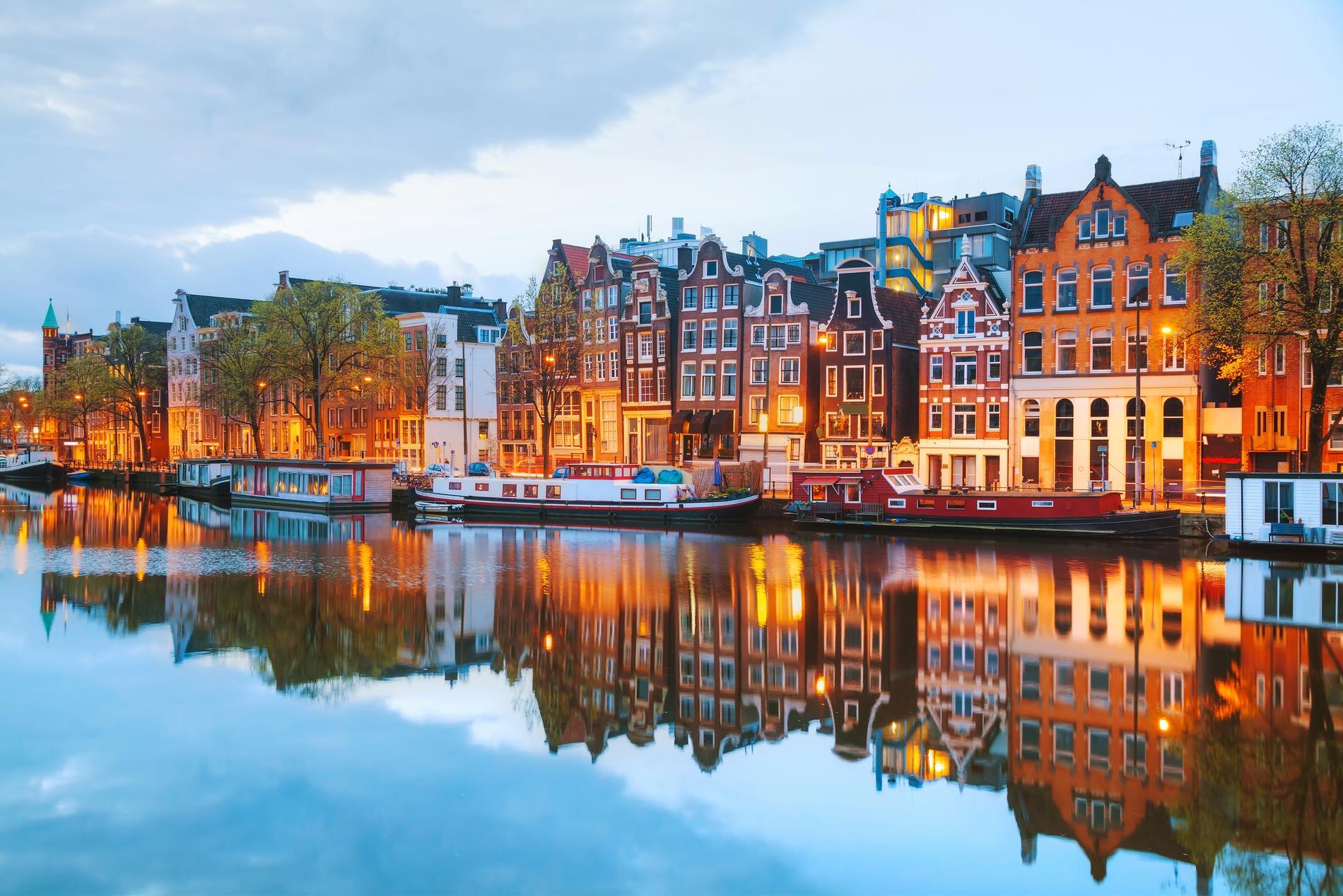 Storstäder som Amsterdam lockade många under sommaren.