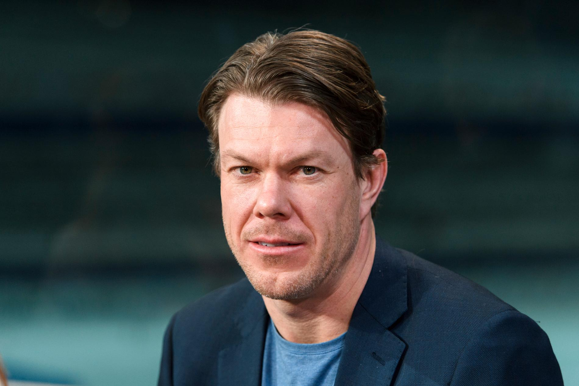 Mathias Fredriksson stöttar Per Elofsson efter beskedet