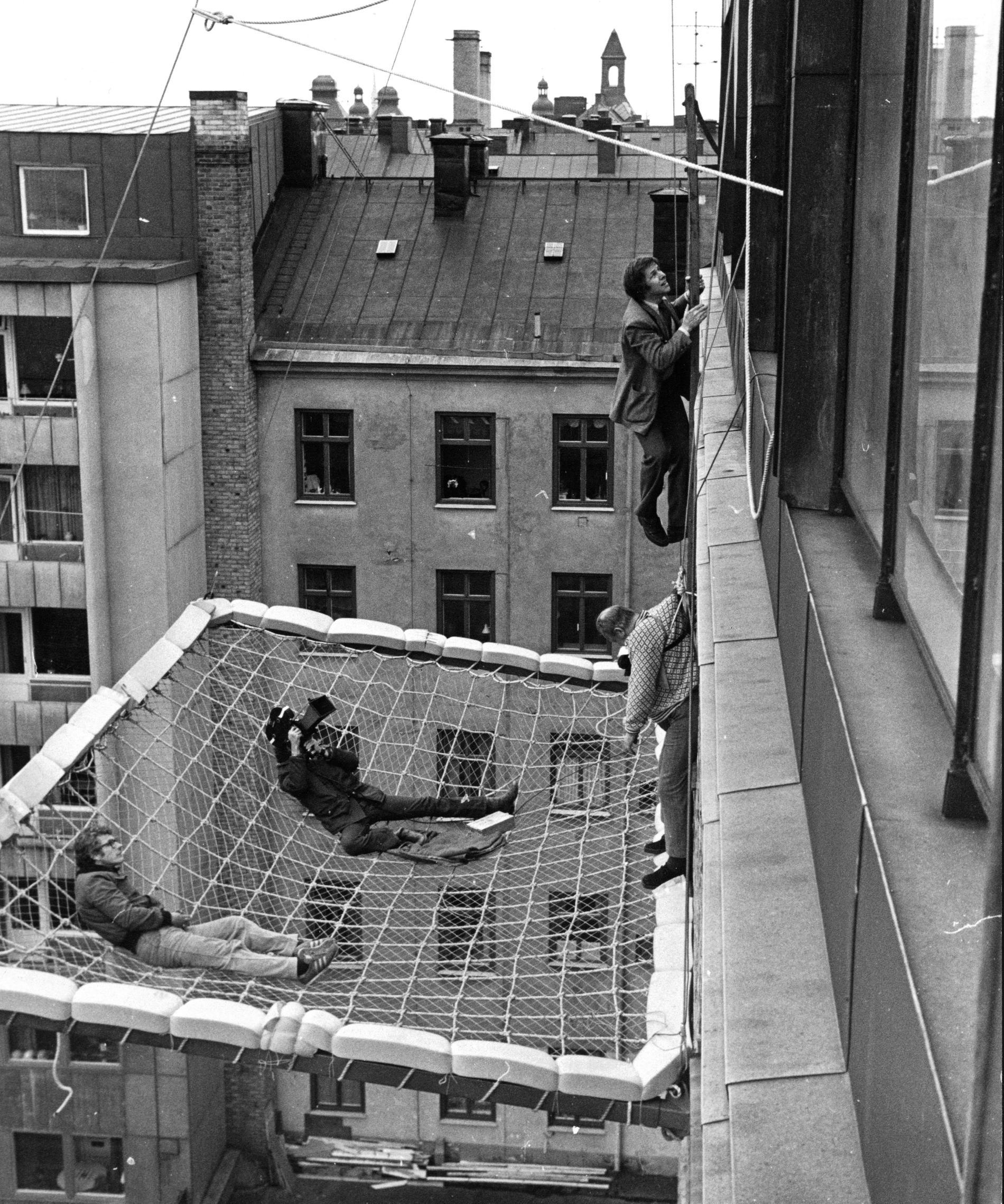 """Från inspelningen av den klassiska filmen """"Mannen på taket"""", 1976."""