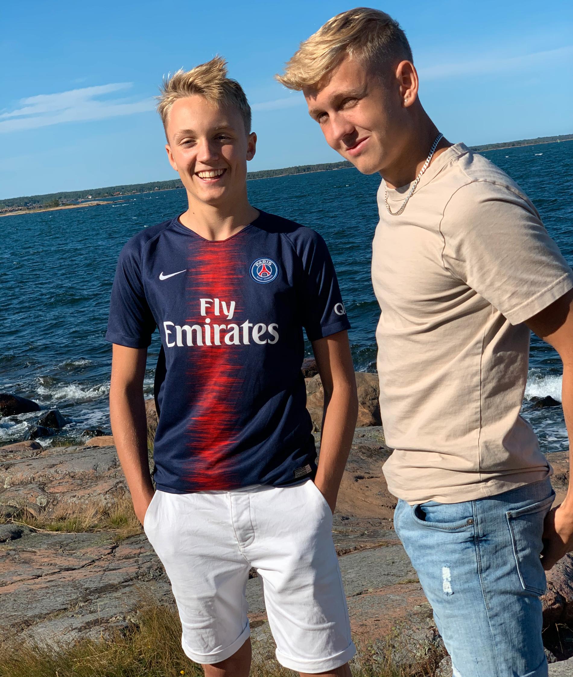 Razmus Malmberg tillsammans med sin bror Erik.