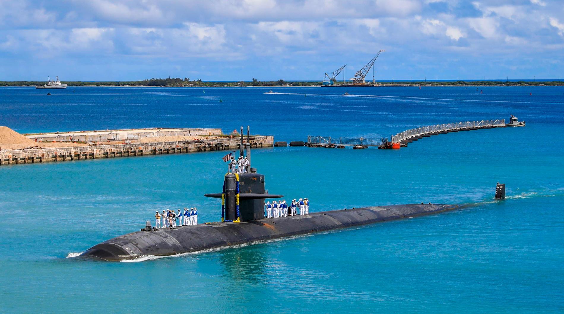 USA-ubåten Oklahoma City på väg in till USA:s flottbas i Guam i Stilla havet i augusti. Arkivfoto.