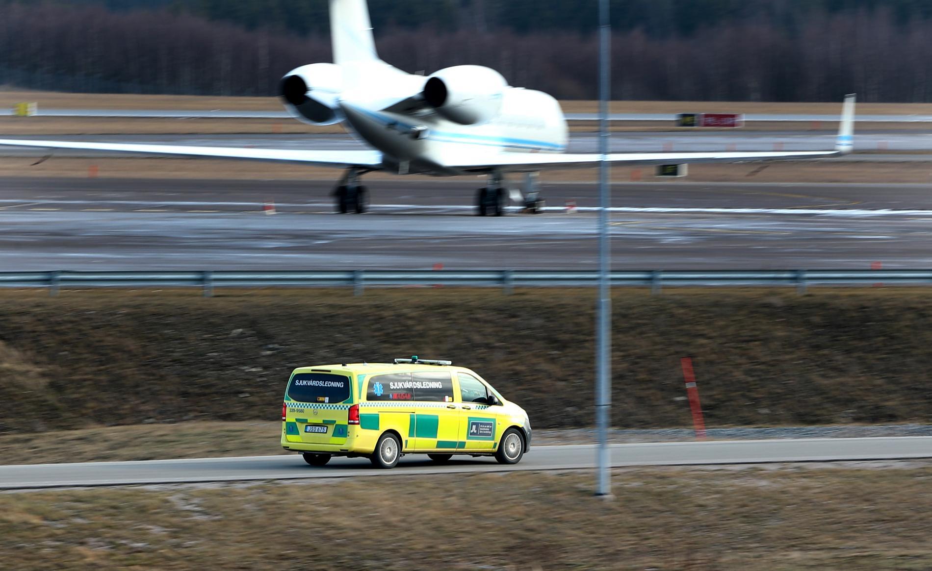 Extra ambulanser på Arlanda.