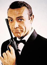 Sean Connery som 007. Nu anklagas han för att bruka våld utanför vita duken.
