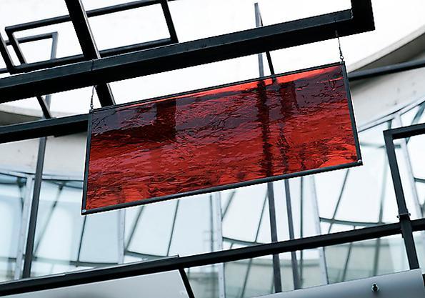 """Berlinbaserade Rosa Barba på Malmö konsthall, installationen """"Blind volumes"""" (2016)."""