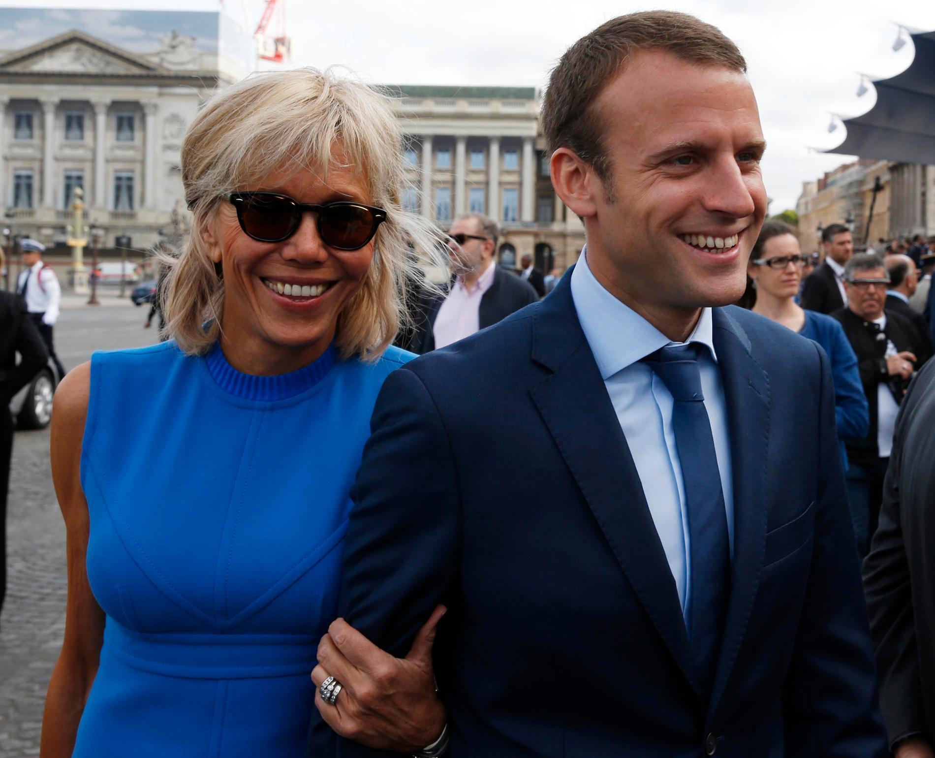 Emmanuel Macron tillsammans med sin fru Brigitte Trogneux.